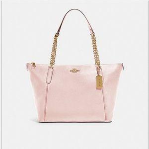 Beautiful coach handbag excellent quality